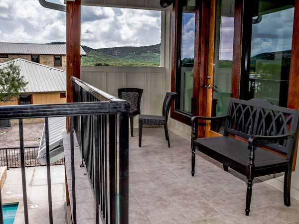 hill country hideaway balcony