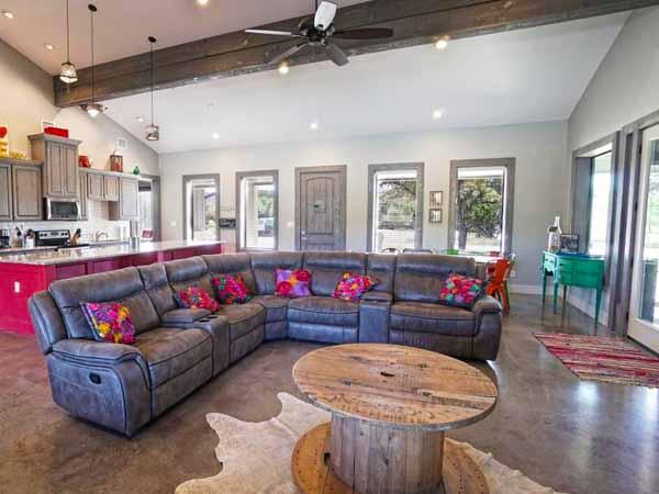 villa on the green livingroom