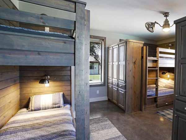villa on the grean bedroom