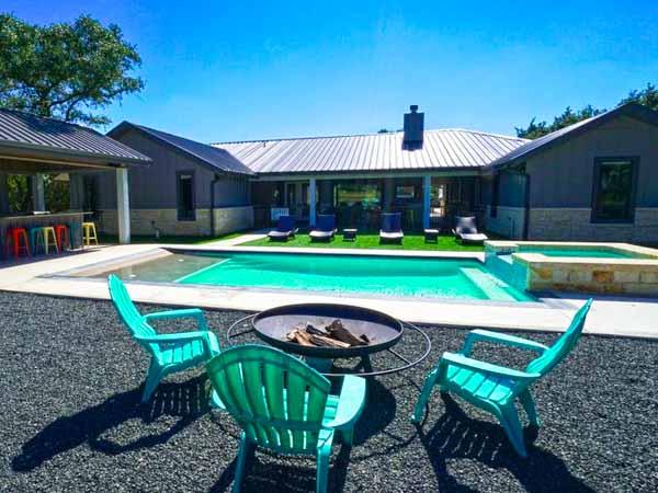villa on the green backyard